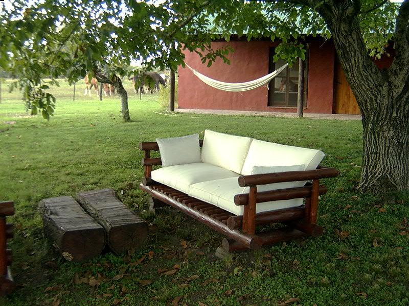 Colecci n de muebles para el jardin cuidado de plantas for Jardines de casas rusticas